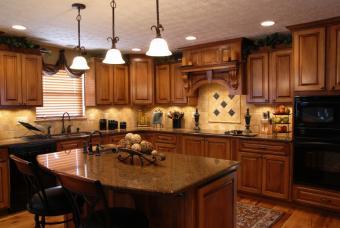 https://cf.ltkcdn.net/homeimprovement/images/slide/161730-847x567-kitchen-lighting.jpg