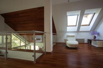 https://cf.ltkcdn.net/homeimprovement/images/slide/170964-849x565-attic-mezzanine.jpg