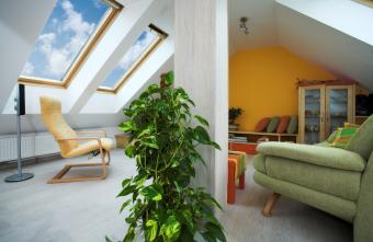 https://cf.ltkcdn.net/homeimprovement/images/slide/170971-850x553-attic-family-room.jpg