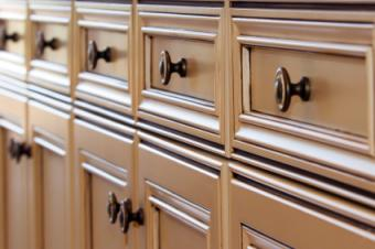 Matching cabinets and knobs