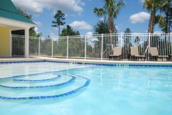 removable fence around a pool