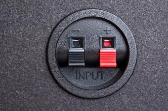 red and black speaker wire jacks