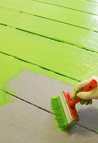 https://cf.ltkcdn.net/homeimprovement/images/slide/185861-550x800-painting-floor-green.jpg