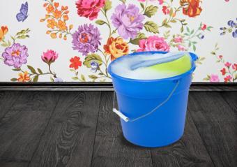 Dishwashing Liquid in bucket