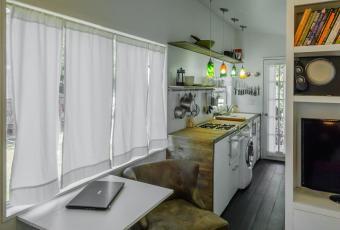 https://cf.ltkcdn.net/homeimprovement/images/slide/207134-850x576-miller-tiny-house-003.jpg