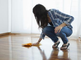 removing floor scuff
