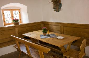 kitchen banquette