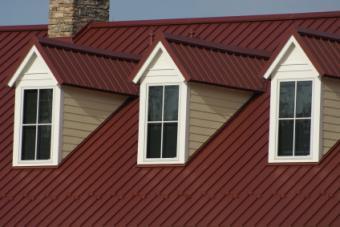Red_metal_roof.jpg
