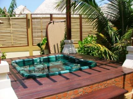 Hot tub deck designs lovetoknow for Hot tub designs and layouts