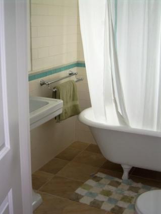 Porcelain bathroom floor tiles