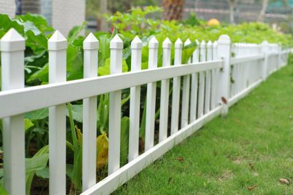 short vegetable garden fence