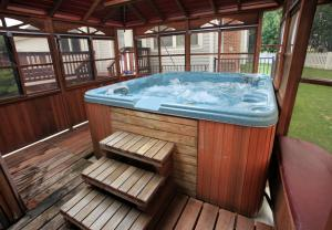 three sided spa enclosure