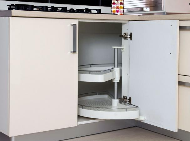 Cabinet with concealed hinges