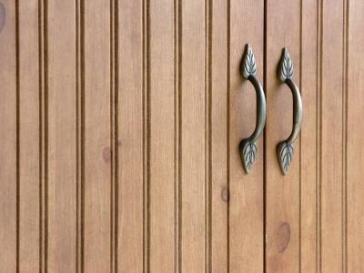 Beadboard_cabinet.jpg