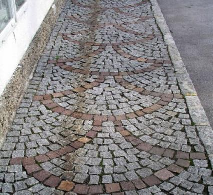 Decorational walkway made with pavers