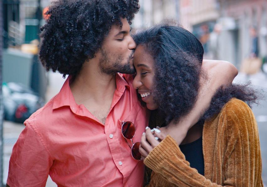 https://cf.ltkcdn.net/horoscopes/images/slide/256366-850x595-14_couple_street.jpg