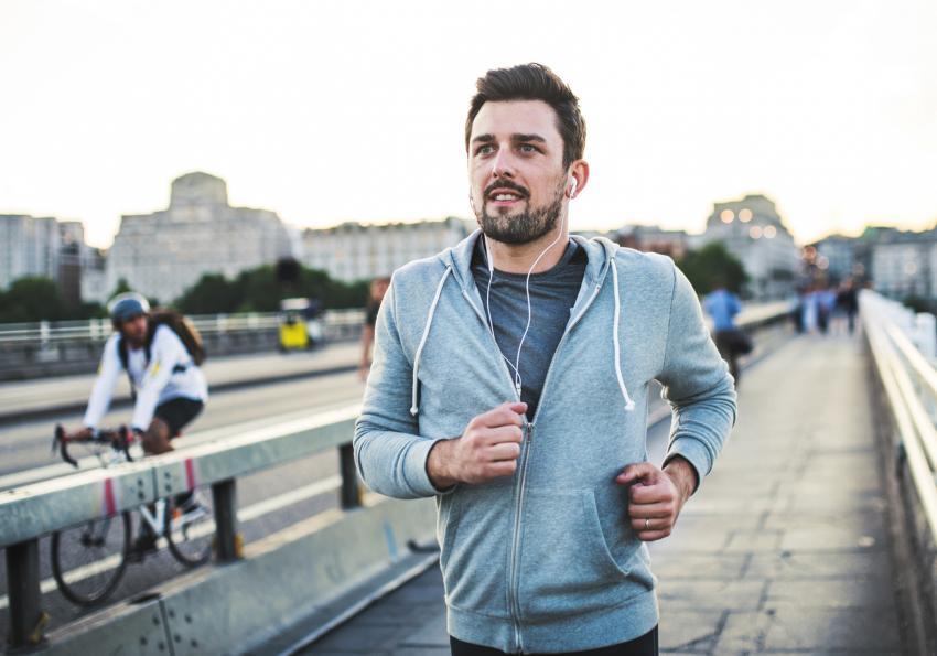 https://cf.ltkcdn.net/horoscopes/images/slide/256714-850x595-8_man_jogging.jpg