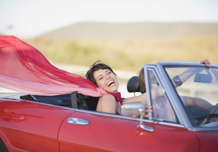 https://cf.ltkcdn.net/horoscopes/images/slide/258223-850x595-14_Leo_woman_convertable_car.jpg