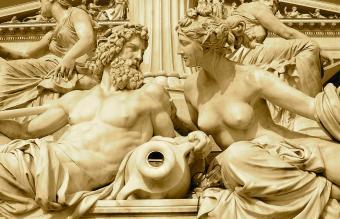 Zeus and Hera at Austria Parliament Building