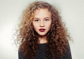 https://cf.ltkcdn.net/horoscopes/images/slide/256712-850x595-6_woman_curly_hair.jpg