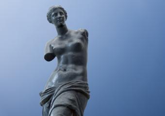 https://cf.ltkcdn.net/horoscopes/images/slide/256713-850x595-7_statue_venus.jpg