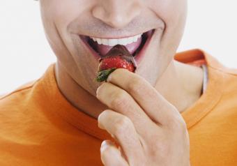 https://cf.ltkcdn.net/horoscopes/images/slide/256717-850x595-11_man_eat_strawberry.jpg