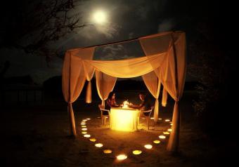 https://cf.ltkcdn.net/horoscopes/images/slide/256726-850x595-6_couple_date_night.jpg