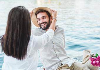 https://cf.ltkcdn.net/horoscopes/images/slide/256729-850x595-9_couple_date_lake.jpg