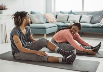 https://cf.ltkcdn.net/horoscopes/images/slide/256730-850x595-10_couple_yoga_date.jpg