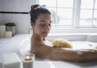 https://cf.ltkcdn.net/horoscopes/images/slide/256731-850x595-12_woman_bubble_bath.jpg