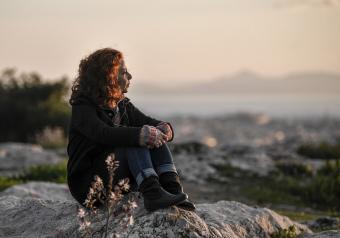 https://cf.ltkcdn.net/horoscopes/images/slide/256733-850x595-14_woman_rock_thinking.jpg