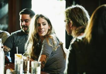 https://cf.ltkcdn.net/horoscopes/images/slide/258219-850x595-11_Leo_woman_flirting.jpg