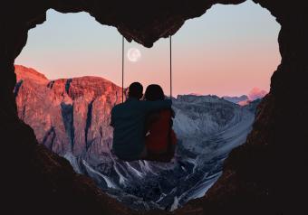 https://cf.ltkcdn.net/horoscopes/images/slide/258221-850x595-13_Leo_Romantic_couple.jpg
