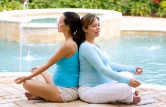 pregnant women meditating