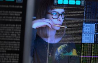 woman data analyst
