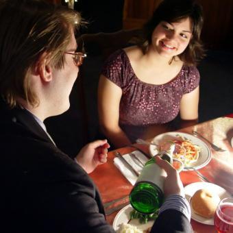 https://cf.ltkcdn.net/horoscopes/images/slide/54966-500x500-Romantic-dinner.jpg
