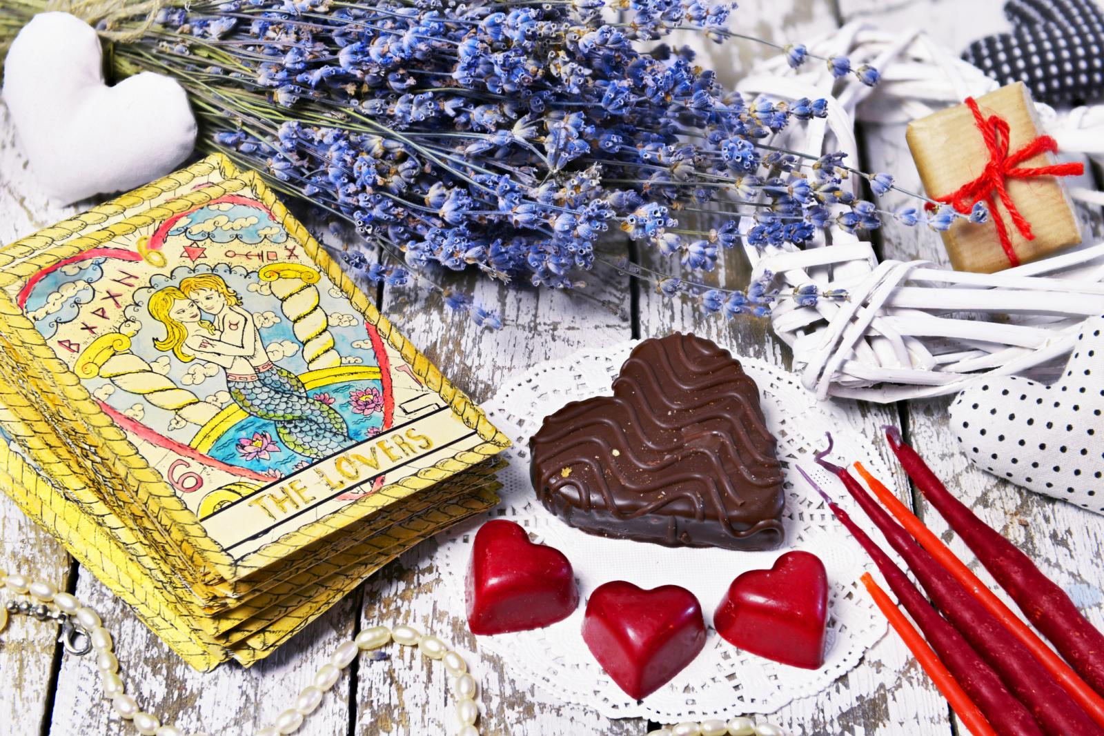 Free Love Tarot Reading Types and Where to Find Them | LoveToKnow