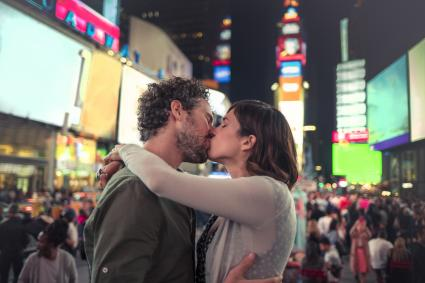 Man kissing woman at Times Square