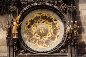 Astronomical_clock_in_Prague.jpg