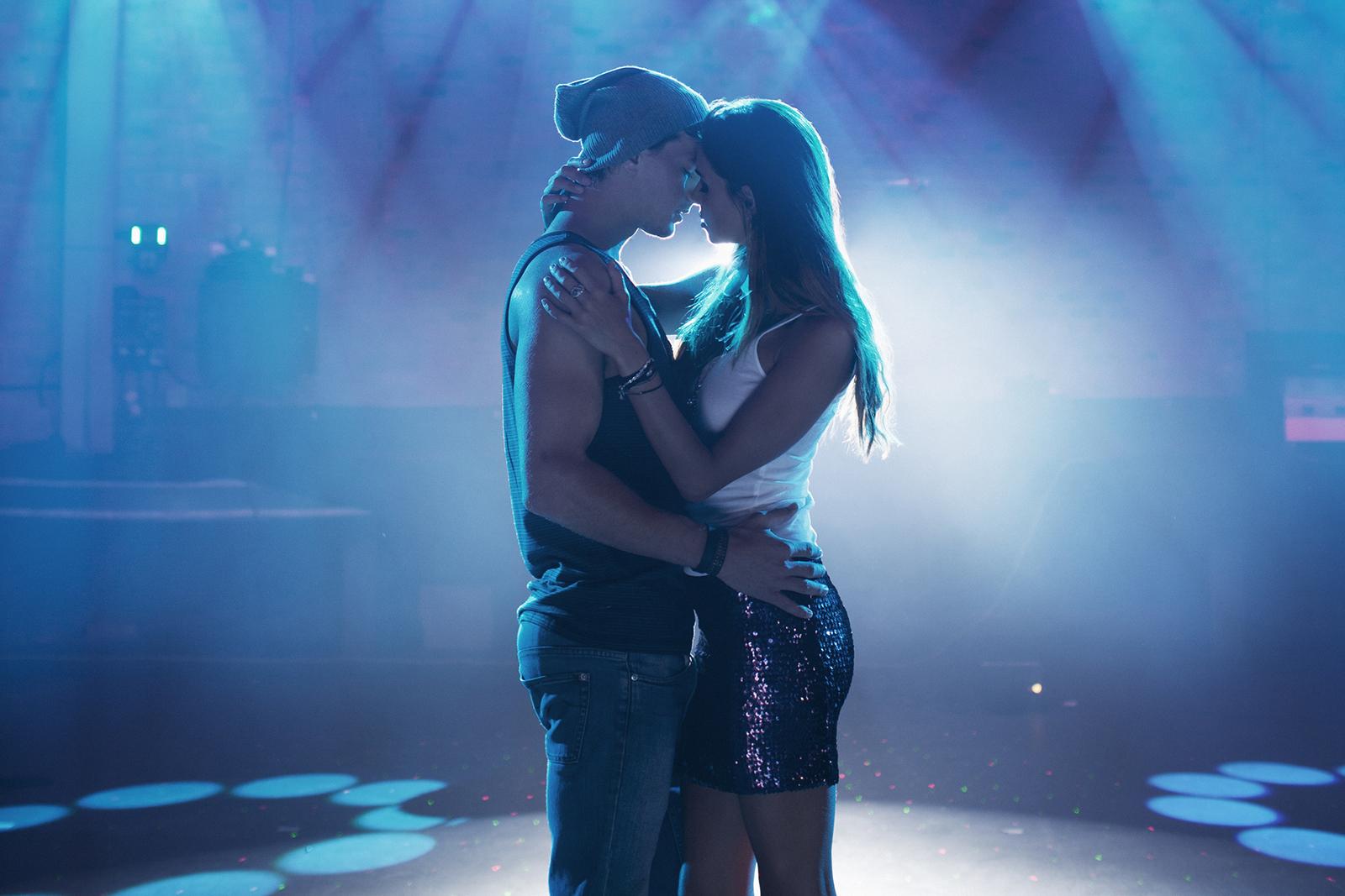 pareja-bailando-cerca.jpg