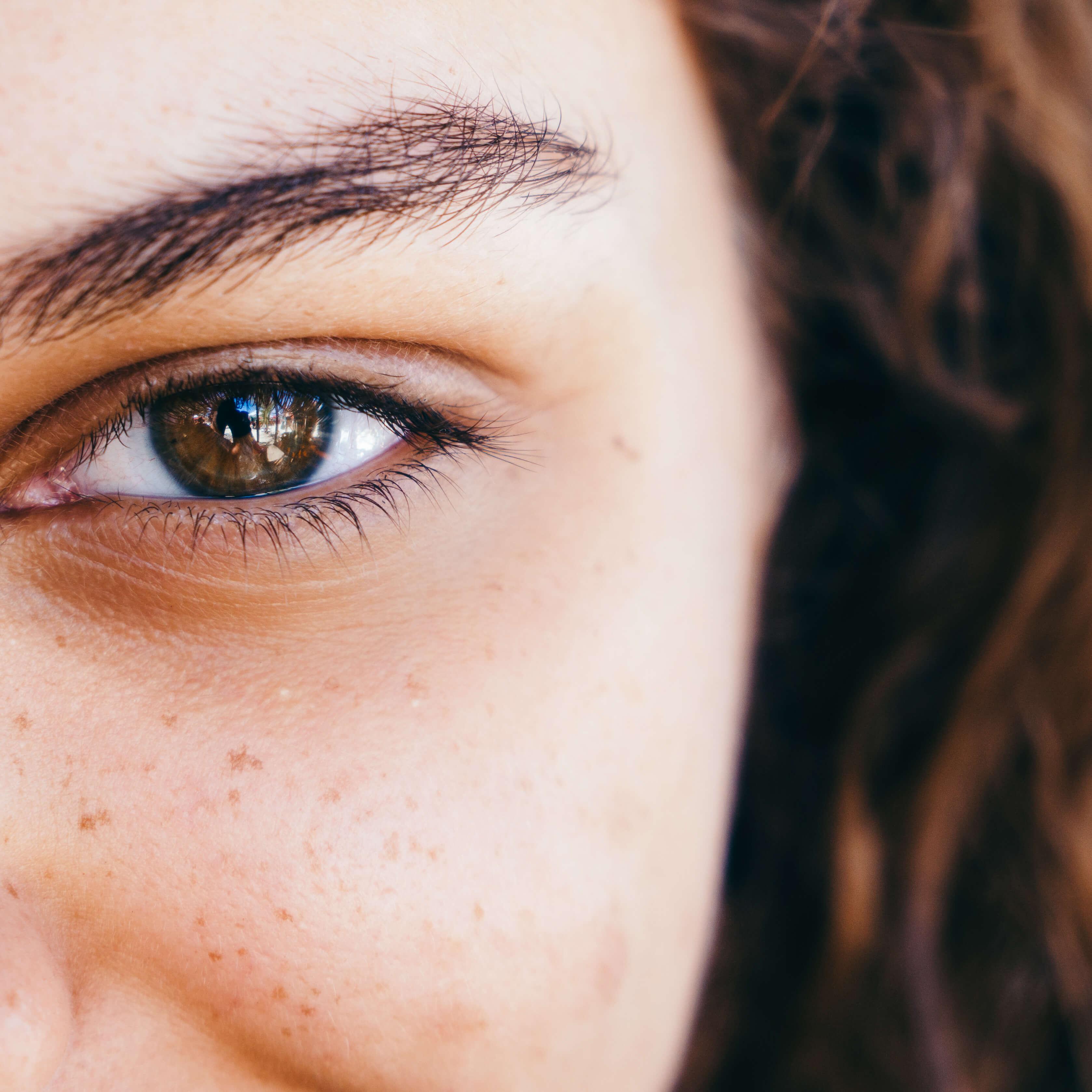 3-ojos-mujer-escorpio.jpg