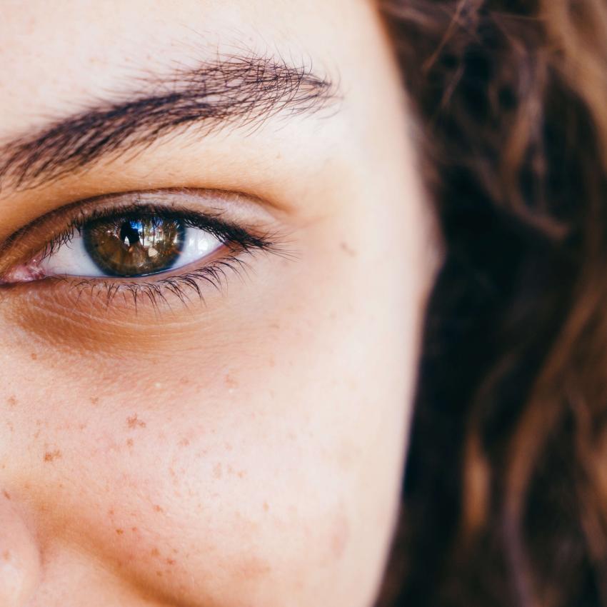 https://cf.ltkcdn.net/horoscopos/images/slide/240572-850x850-3-ojos-mujer-escorpio.jpg
