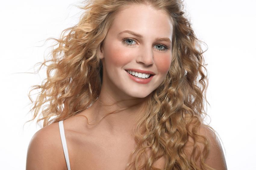 https://cf.ltkcdn.net/horoscopos/images/slide/244775-850x566-mujer-rubia-sonriendo.jpg