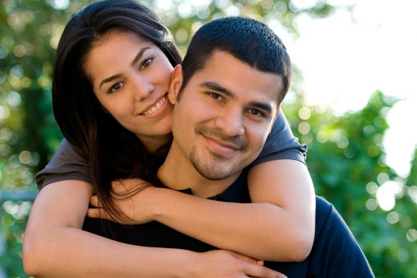 https://cf.ltkcdn.net/horoscopos/images/slide/244805-850x566-mujer-abrazando-hombre.jpg