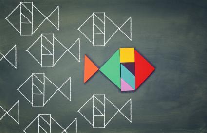 Pescado hecho de forma de rompecabezas tangram