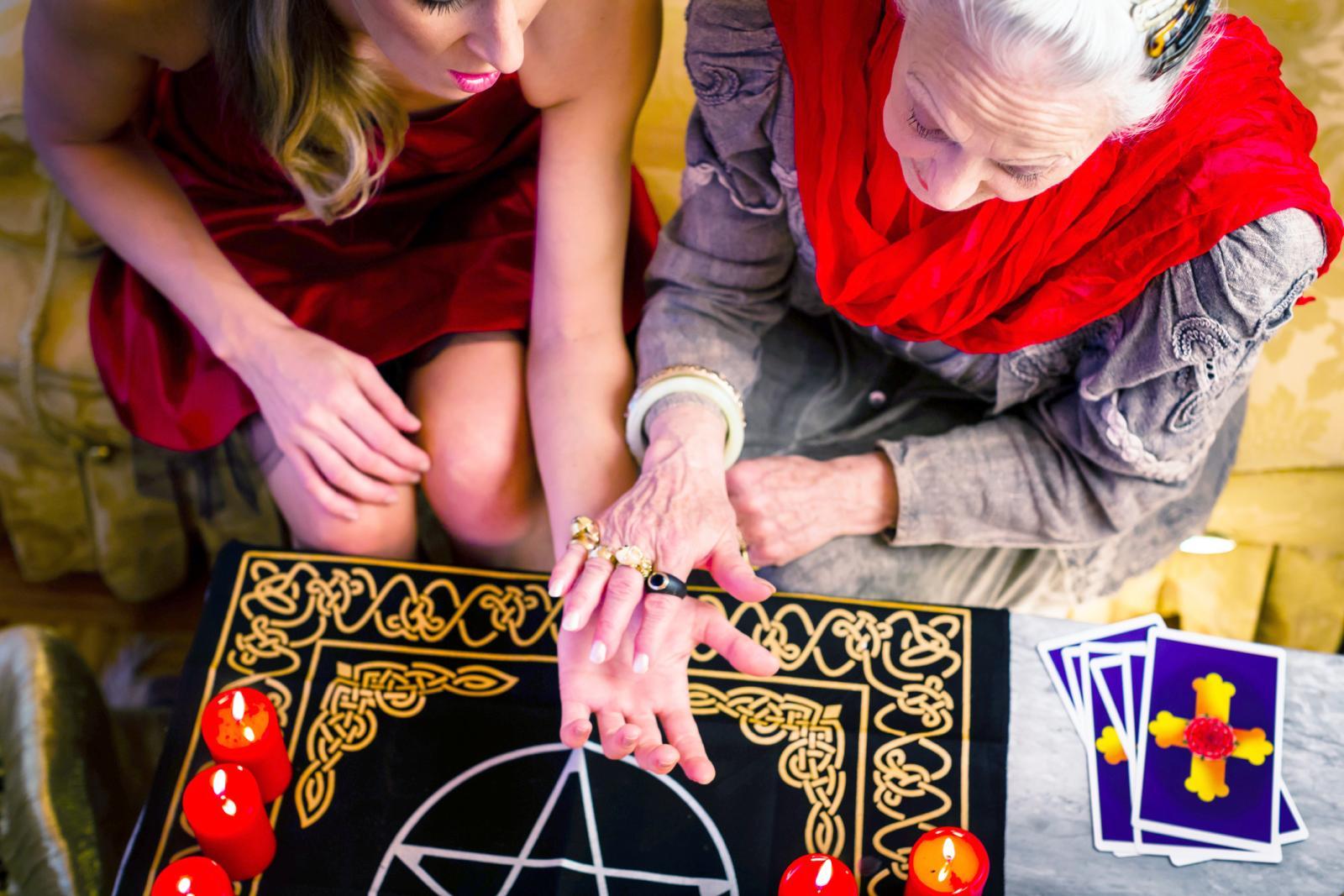 Lectura de palmas y cartas de tarot