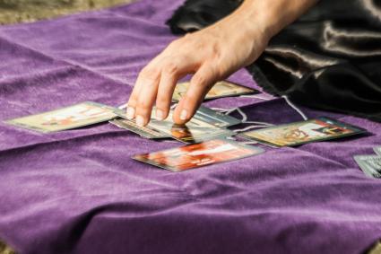 Lectura de las cartas de tarot en cruz celtica