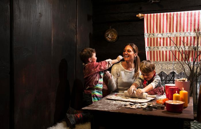madre e hijos en la cocina