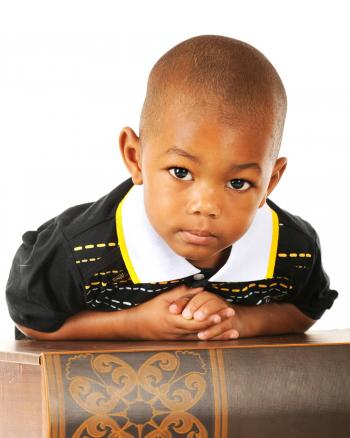 adorable niño en edad preescolar