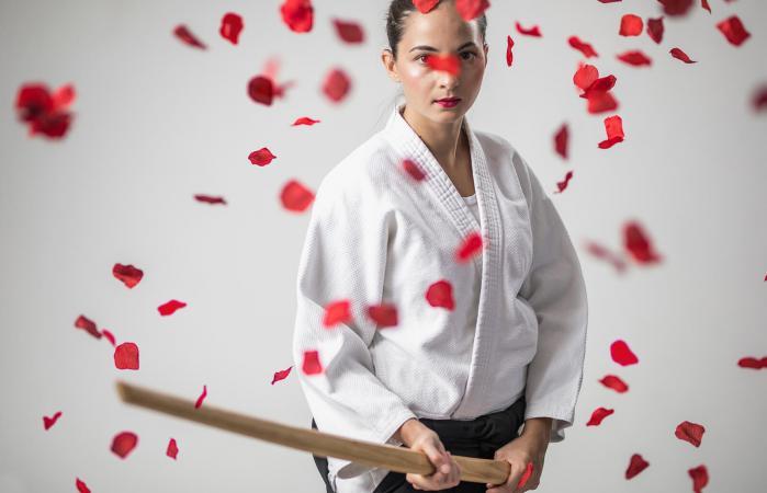 Guerrero del Aikido con Espada Bokken en la mano